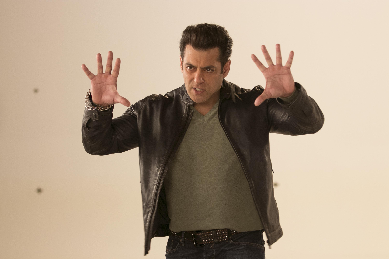 Salman belts out rocking number for Dus Ka Dum